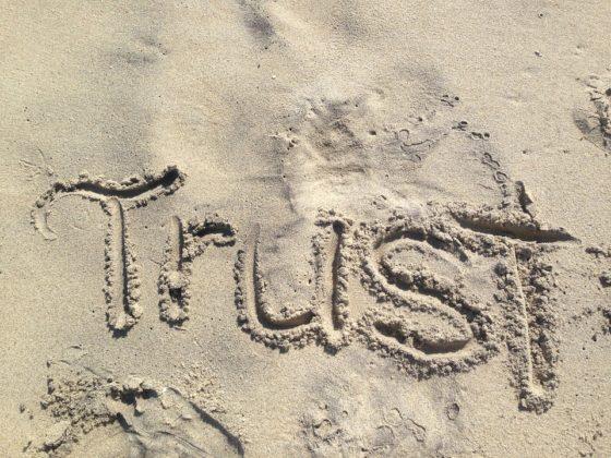 Trust 560x420