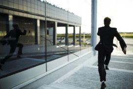Tien manieren om medewerkers gillend te laten wegrennen