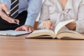 Het verschil tussen coachen, adviseren en sturen