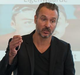 Bas Kodden: Leidinggeven is omgekeerd opvoeden